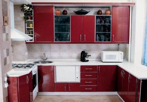 Бордовые кухни в фото