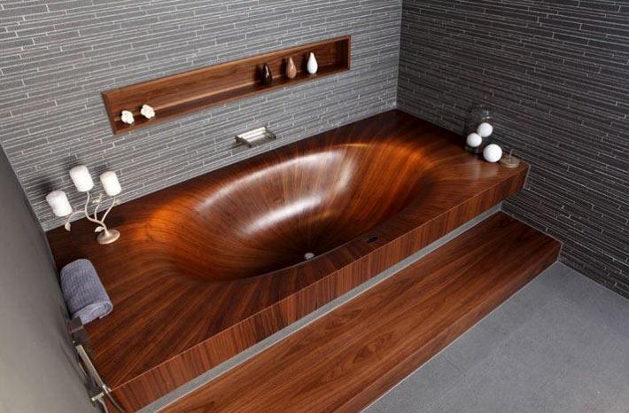 Деревянная ванна — изысканный акцент в интерьере ванной комнаты в фото