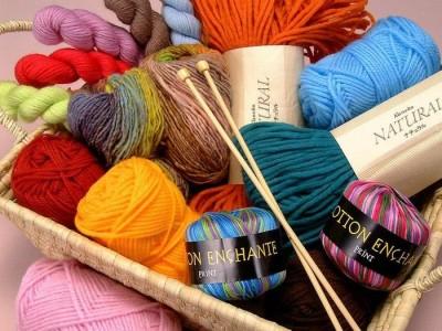 Где купить материалы и аксессуары для вязания в фото