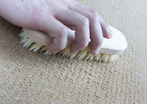 Как чистить ковролин в домашних условиях: виды чистки и способы избавления от пятен