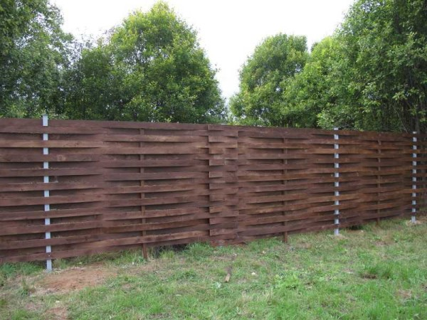 Как сделать деревянный забор: пошаговая инструкция (3 фотоотчета) в фото