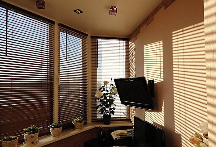 Какие шторы подойдут к бежевым обоям: цвет, узоры и материал в фото