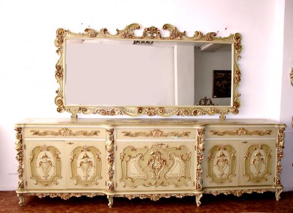 Комод с зеркалом в спальню – предмет обстановки от слова «удобный»