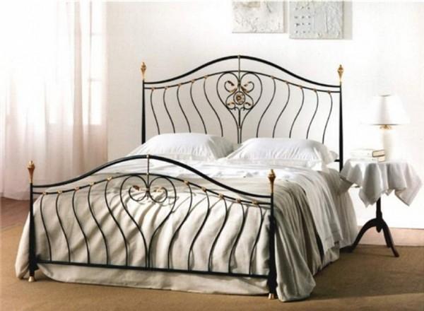 Металлические кровати в интерьере – изящество и надежность