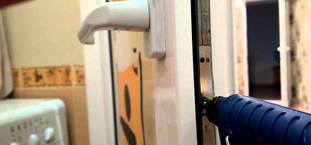 Ремонт балконной двери в фото