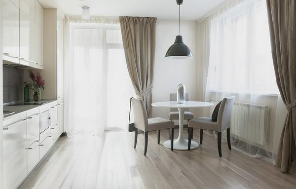 Шторы для кухни с балконной дверью: максимальный комфорт при стильном дизайне