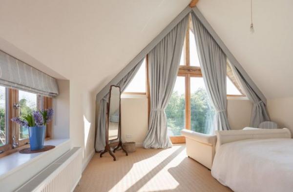 Шторы на мансардные окна: 70 трендовых вариантов, которые преобразят любой интерьер