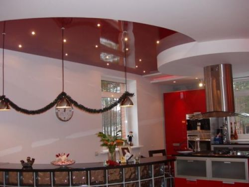 Варианты дизайна потолков на кухне в фото