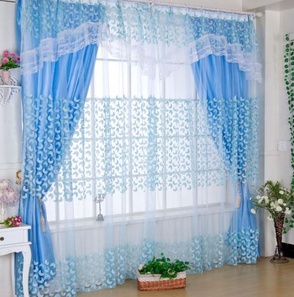 Выбираем шторы в комнату с зелеными обоями в фото