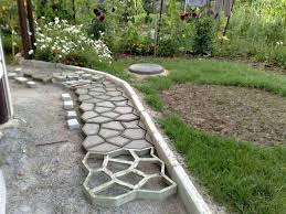 Преимущества наличия садовых дорожек
