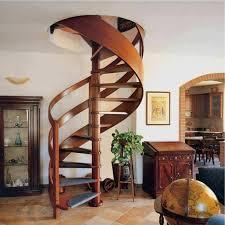 винтовых лестниц из дерева